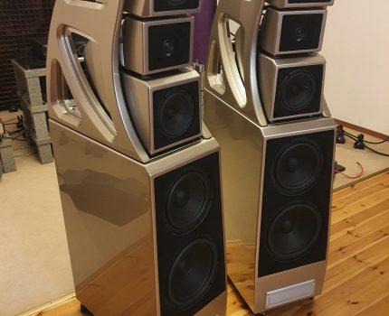 """Wilson Audio ALEXX V, jedna z kilku par w Europie już się """"wygrzewa"""" w salonie Szymonfabera. 635kg żywej wagi i najdroższy zestaw głośnikowy jaki gościł na naszych łamach. Zapraszam do obserwowania tego wątku. Będzie się działo!"""